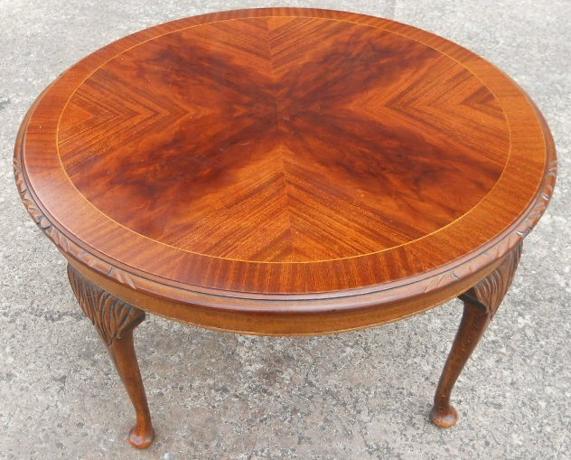 Charmant Round Mahogany Queen Anne Style Coffee Table